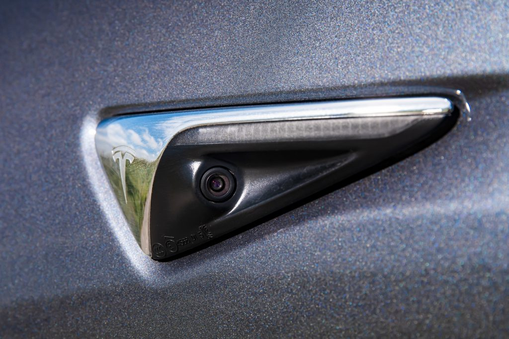 Tesla Model 3 camera aan zijkant
