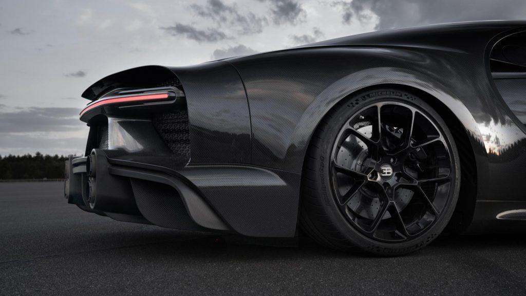Bugatti Chiron achter/zij