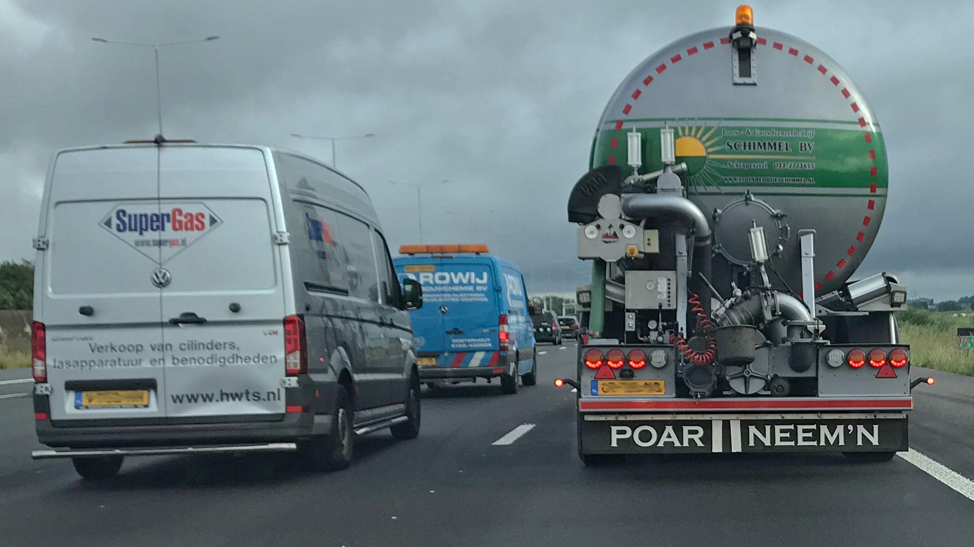 Poar Neemn snelweg file vrachtwagen VW Crafter