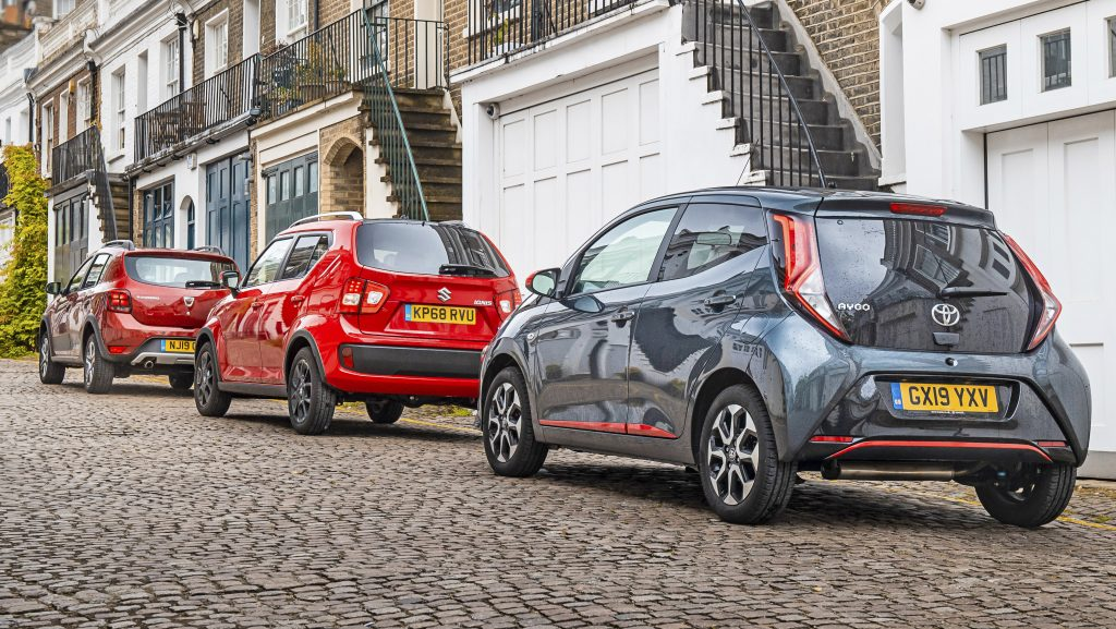 Toyota Aygo vs Dacia Sandero vs Suzuki Ignis links achter