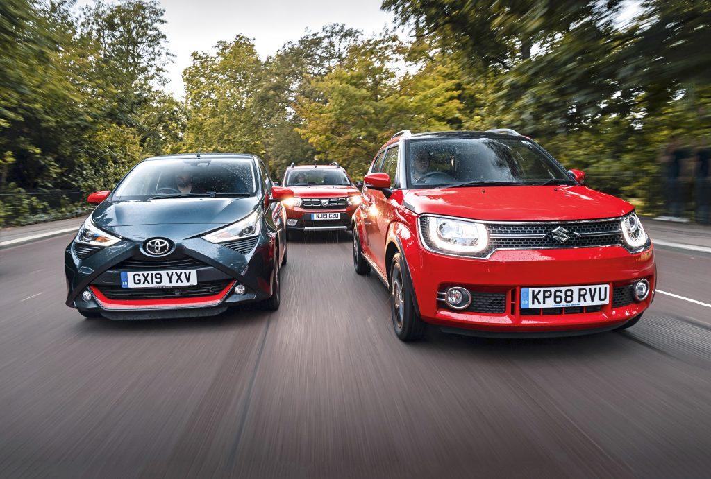 Toyota Aygo vs Dacia Sandero vs Suzuki Ignis rijdend voor