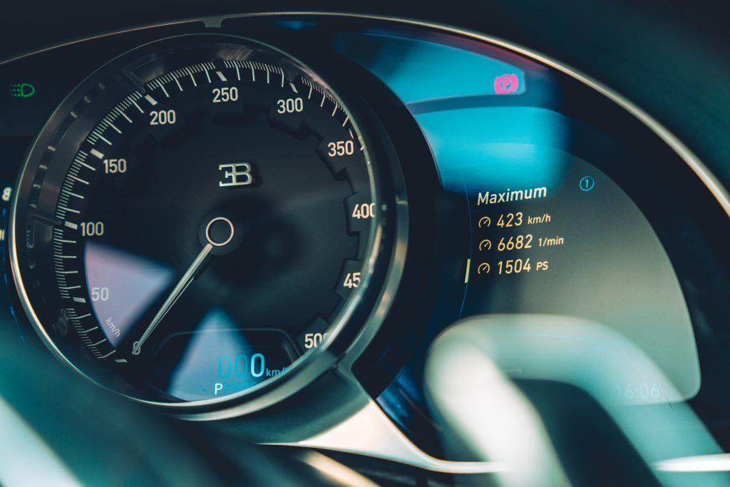 Bugatti Chiron Sport interieur meter
