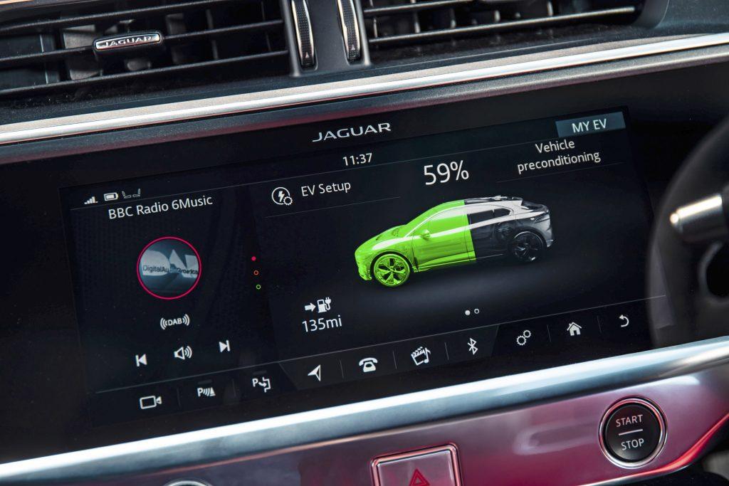 Jaguar I-Pace EV400 interieur scherm