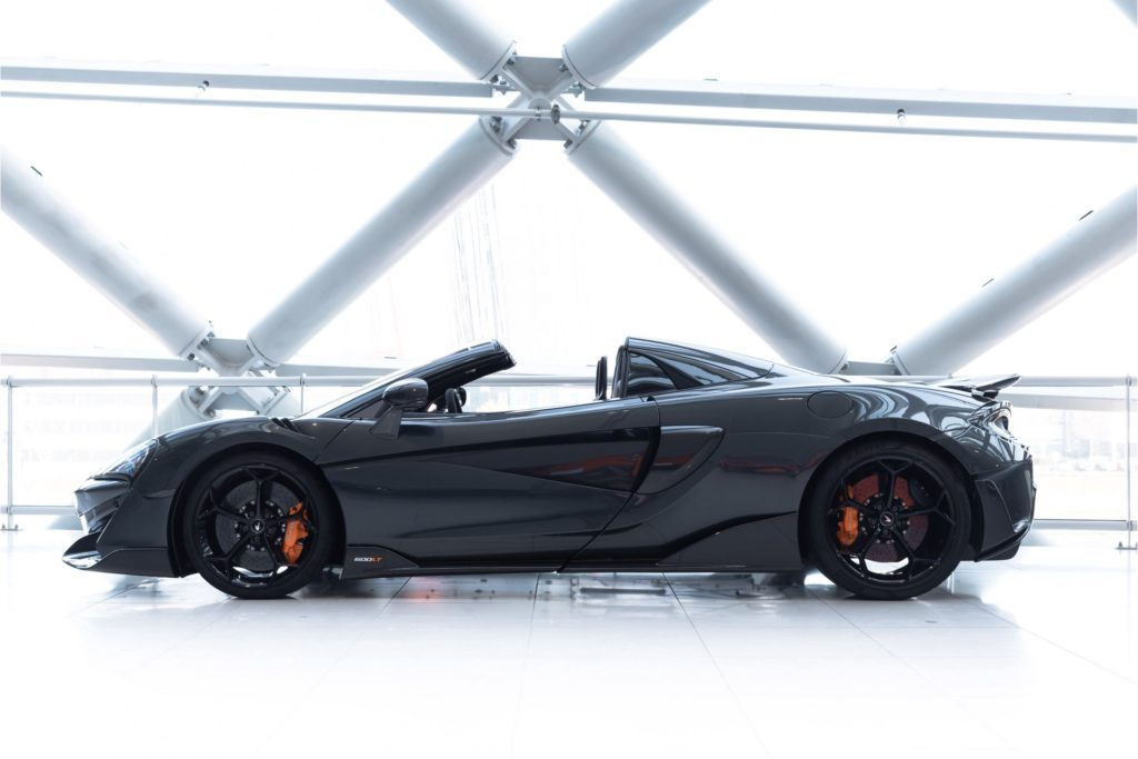 McLaren 600LT Spider recht zij