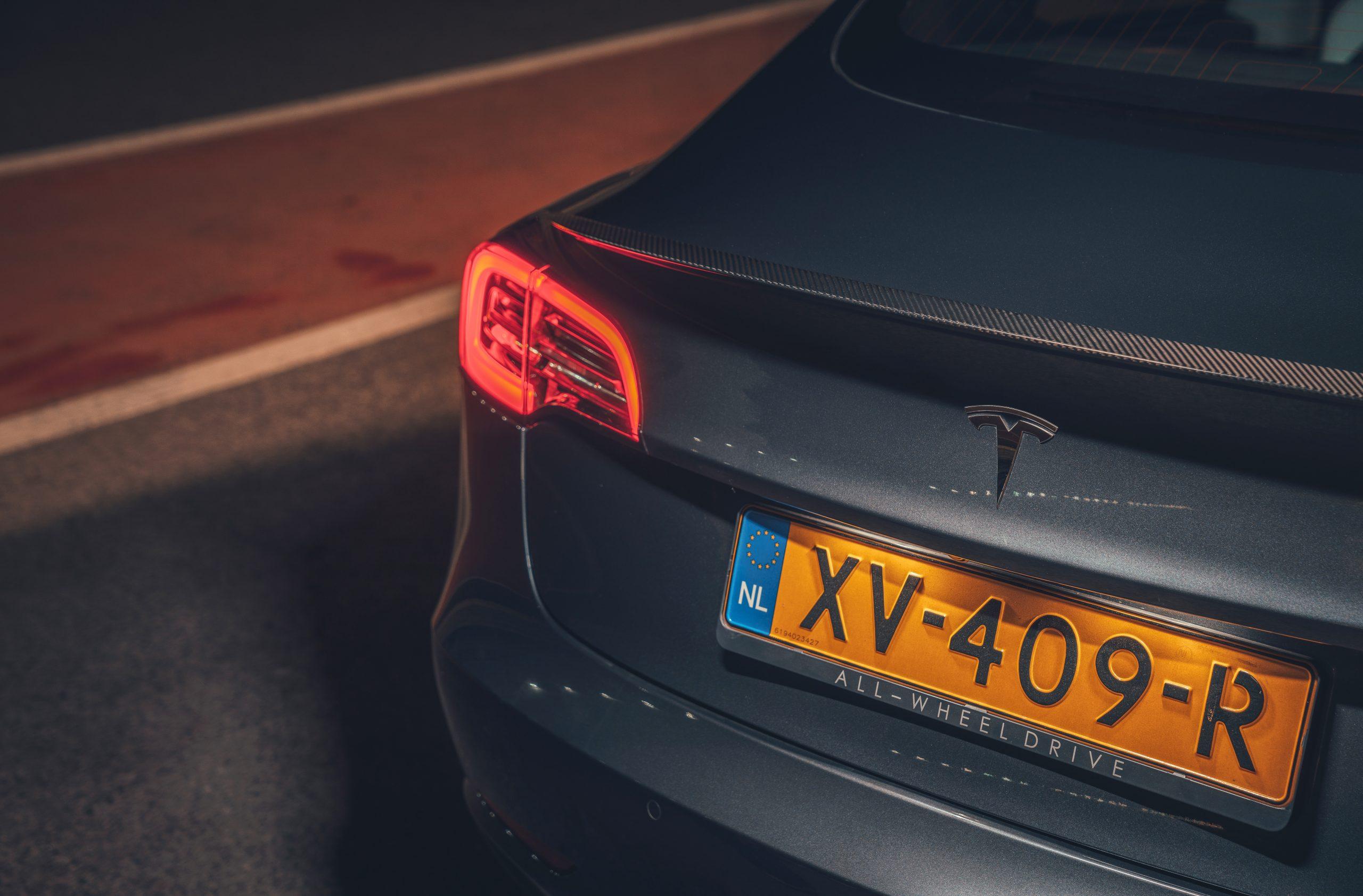 Tesla Model 3 Performance achterlicht en Nederlands kenteken