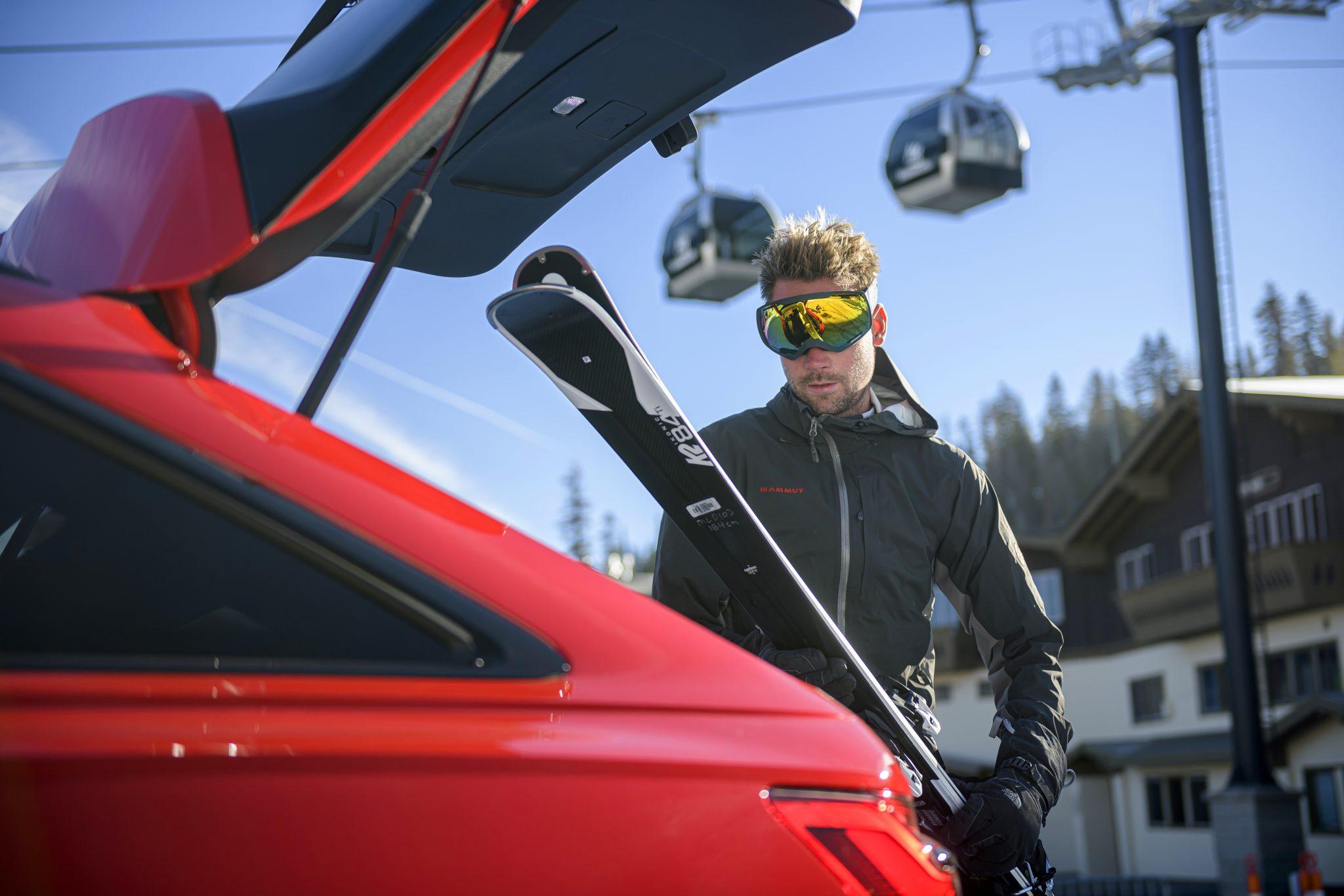 Audi RS 6 kofferklep ski