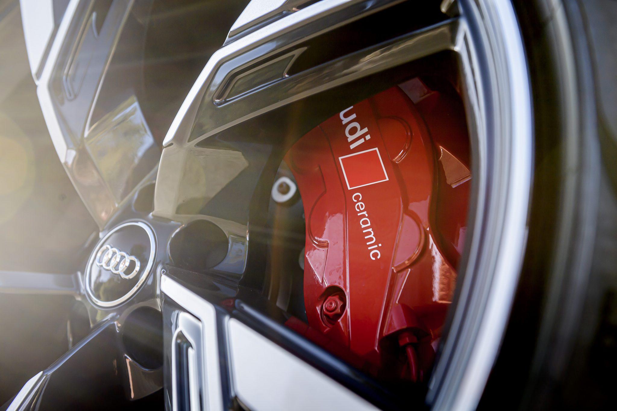 Audi RS 6 koolstofkeramische remmen remklauwen