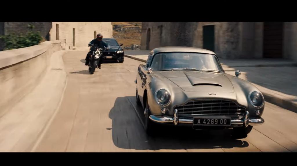 Jaguar XF achtergrond James Bond