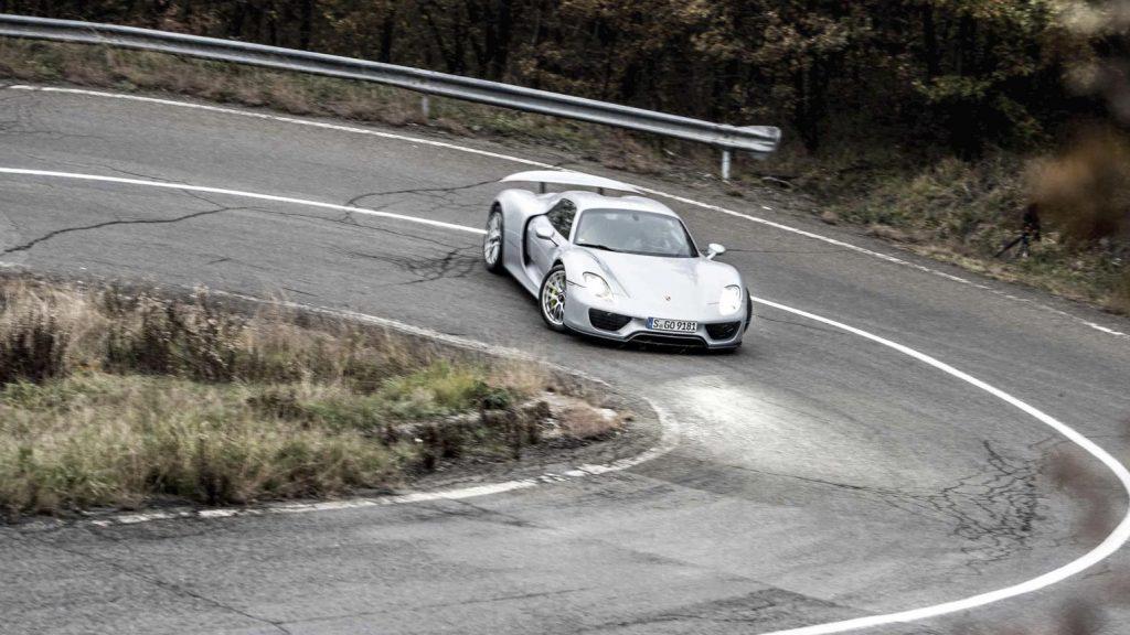 Porsche 918 Spyder haarspeldbocht drift