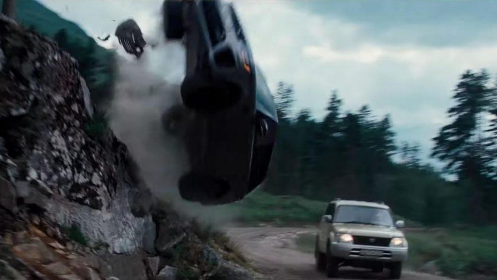 Vliegende Range Rover Sport James Bond