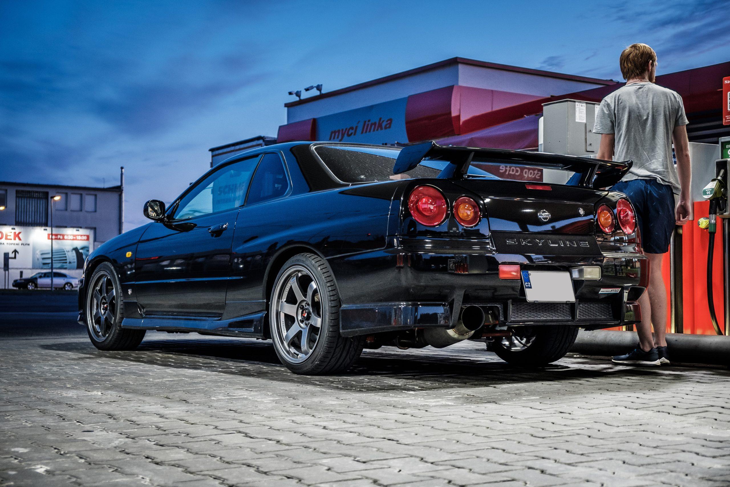 Nissan Skyline GT-R Tankstation