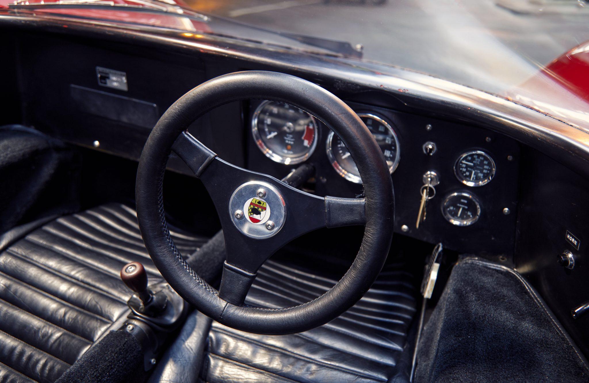Stuur en dashboard McLaren M6GT