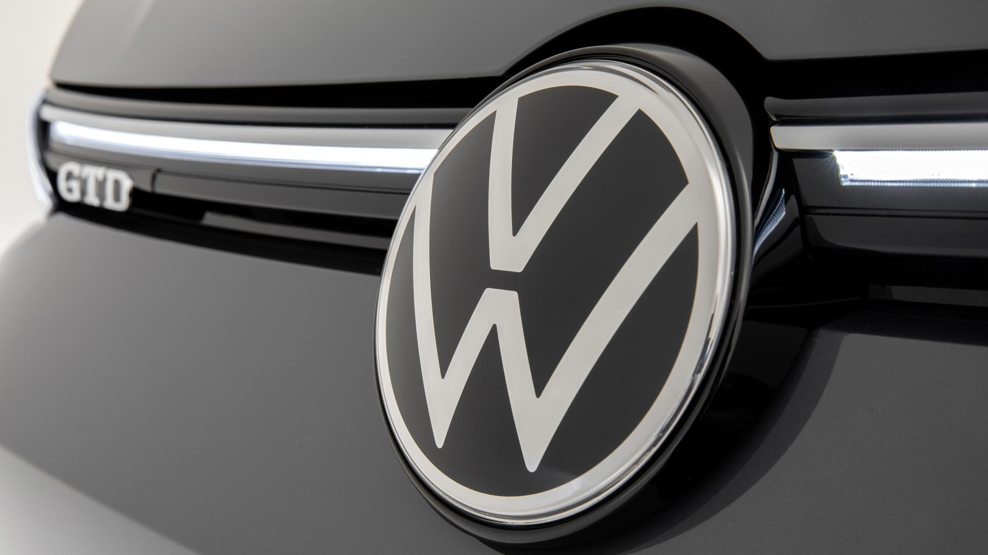 Volkswagen-logo op grille Golf 8 GTD
