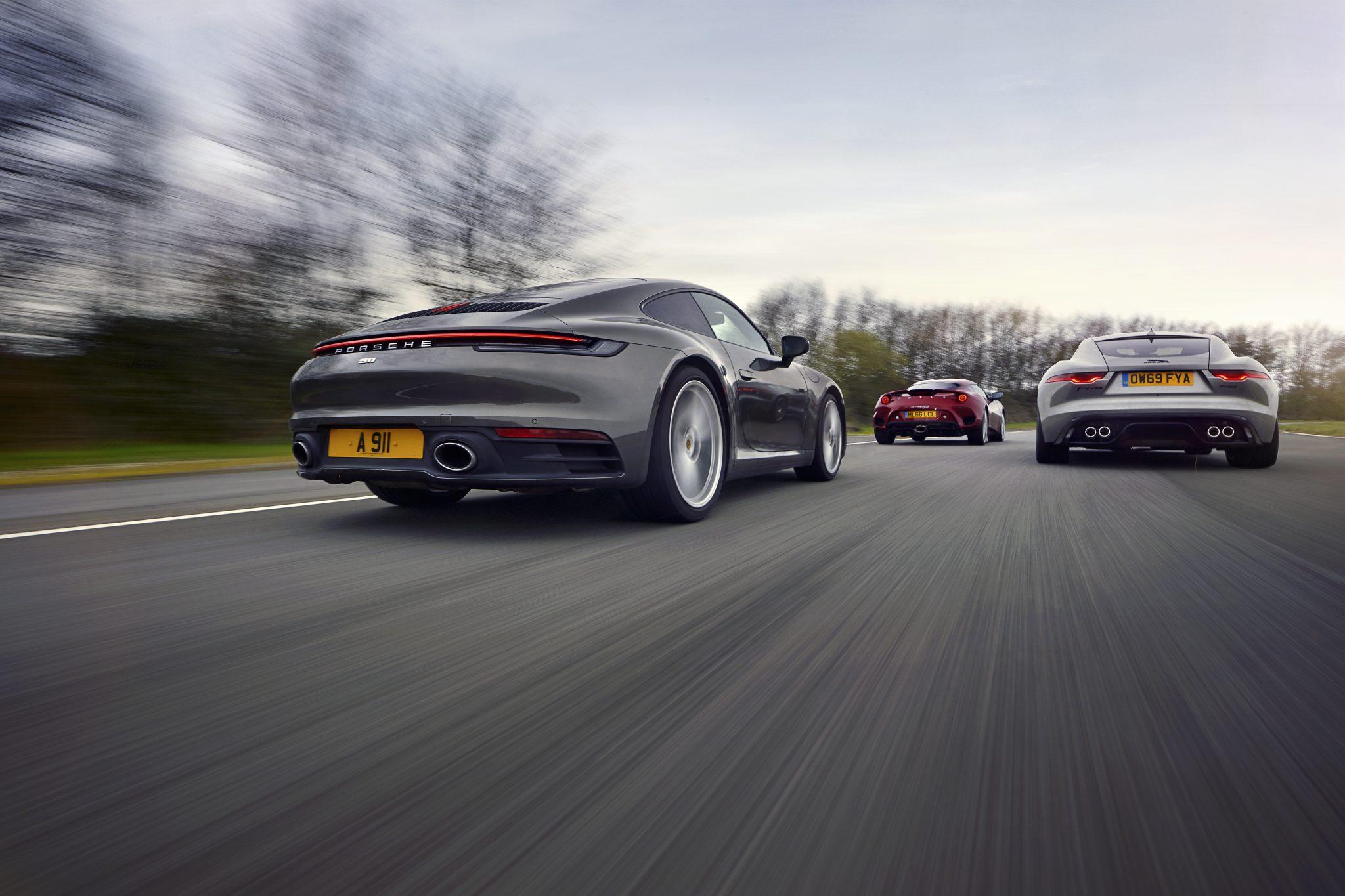 aPorsche 911 Carrera 992 van achteren