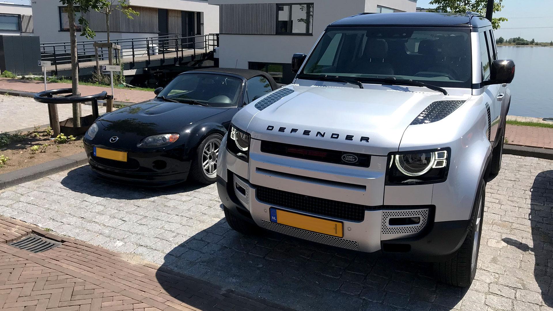 Mazda MX-5 NC 2006 en Land Rover Defender 110 2020