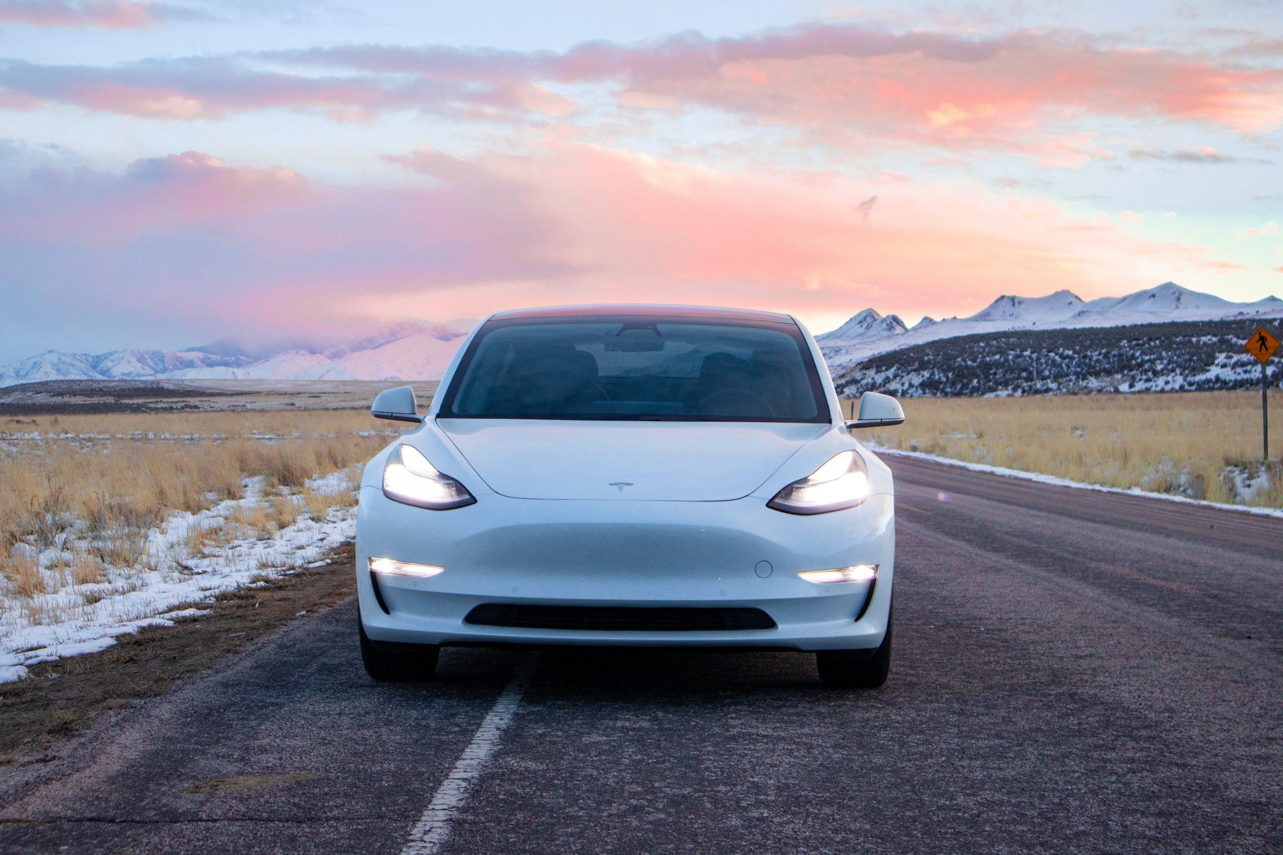 Tesla Model 3 wit