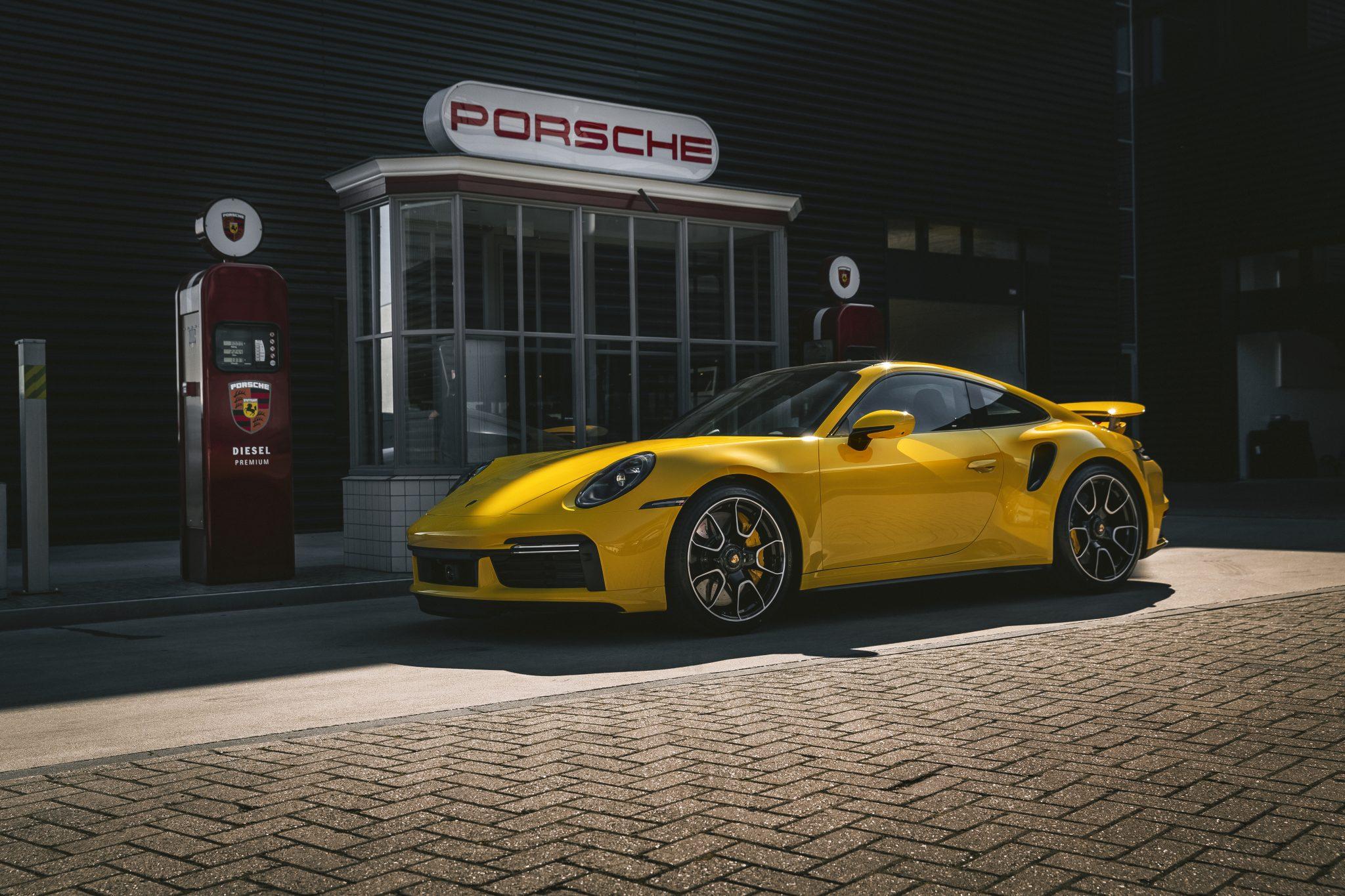 Porsche 911 Turbo S Geel in Nederland