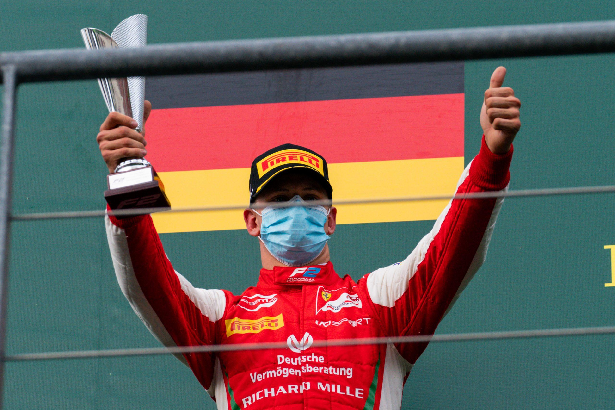 Mick Schumacher podium tijdens F2