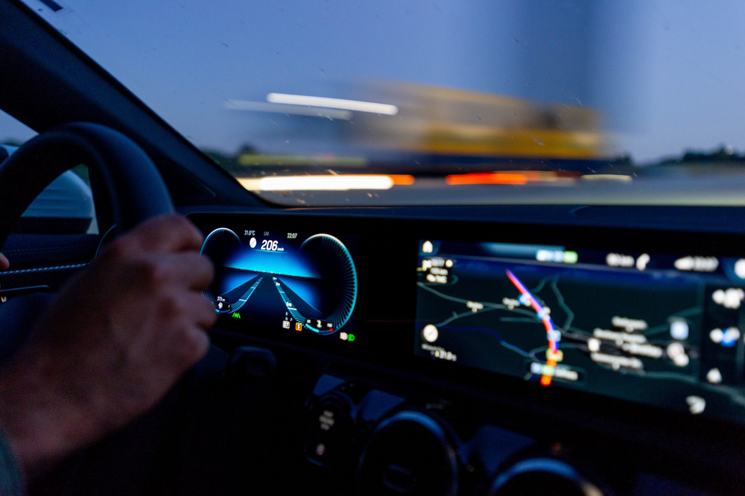 Mercedes rijdt 200+ op de Autobahn
