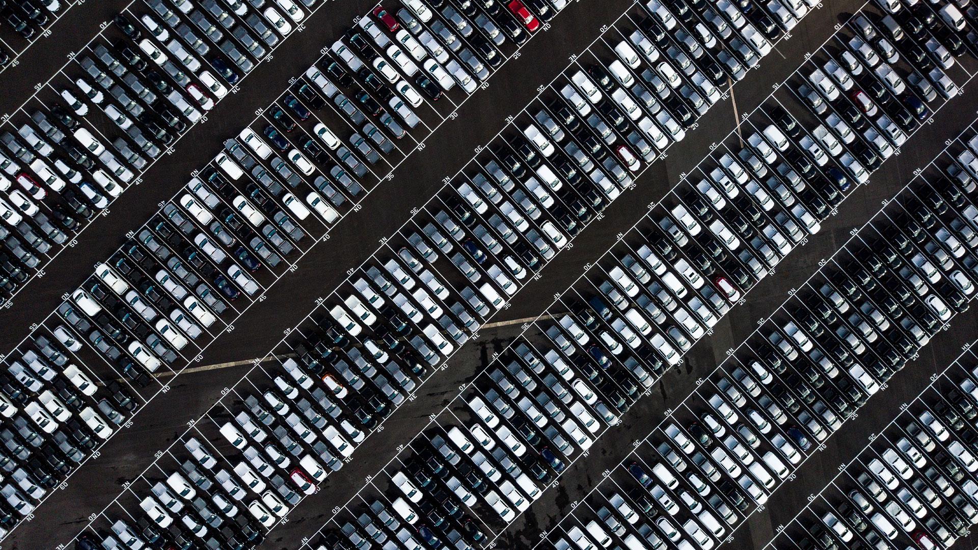 Parkeerplaats van bovenaf gezien in Bristol, Engeland