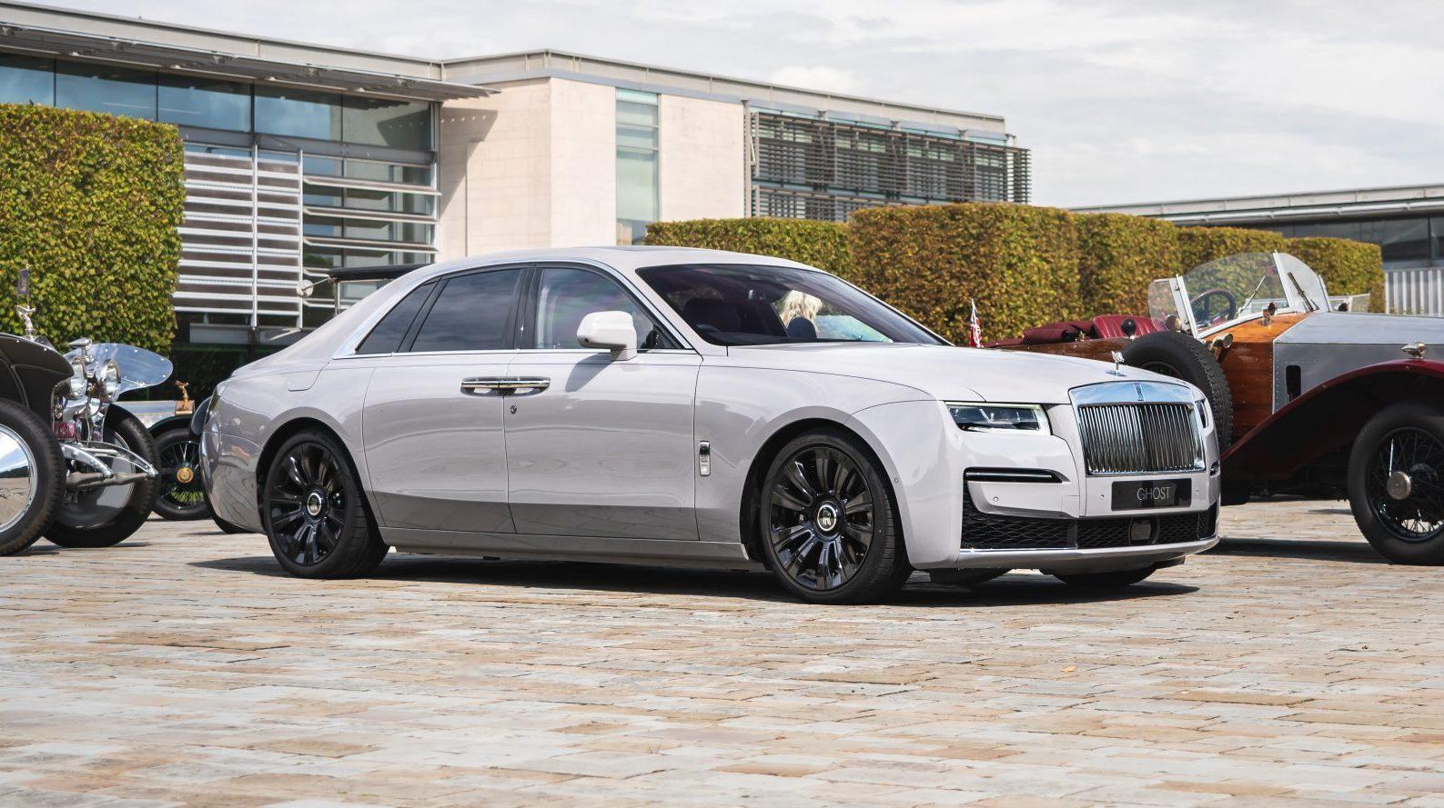 details Rolls-Royce Ghost