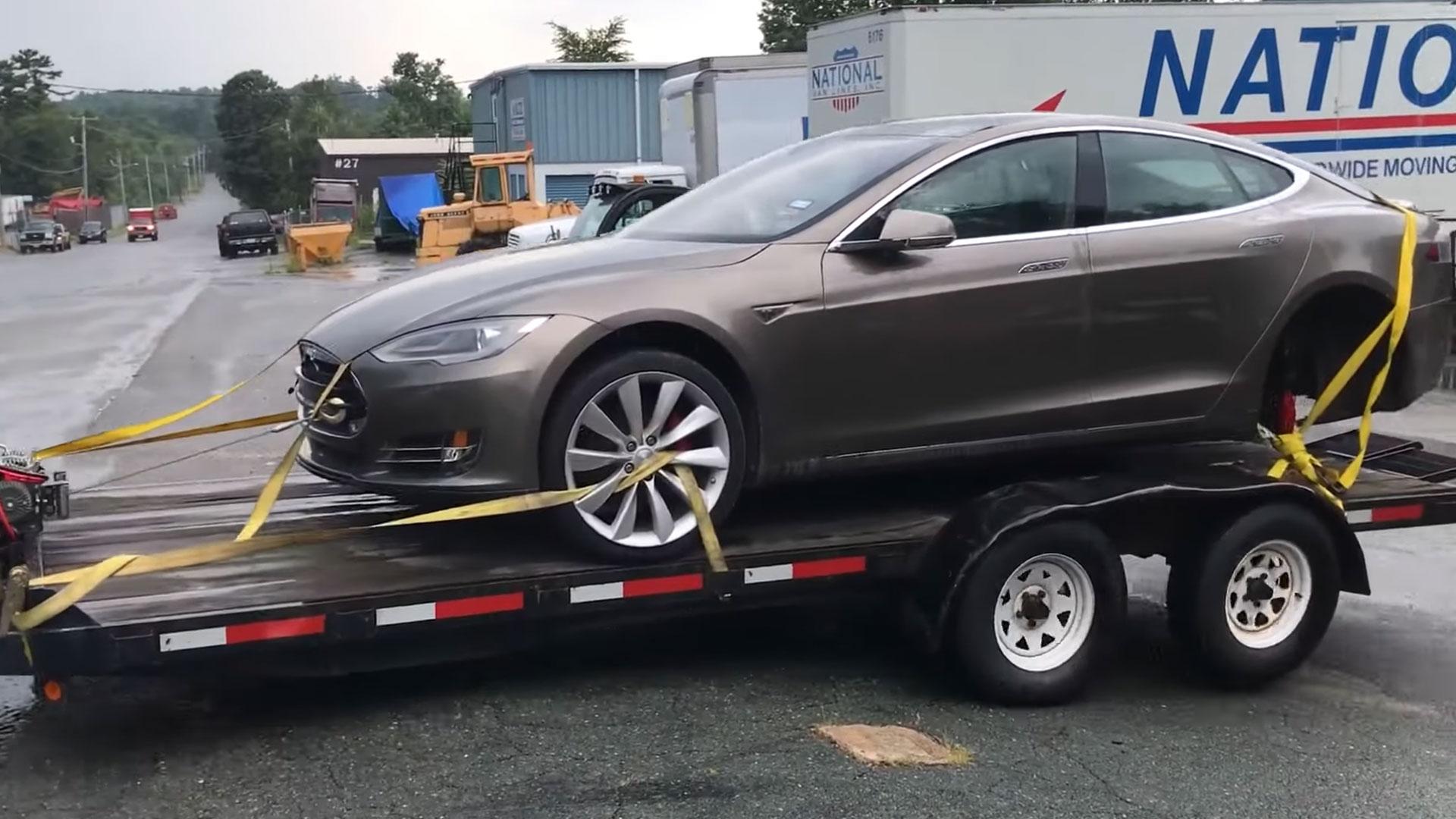 Tesla Model S met V8-motor is in de maak