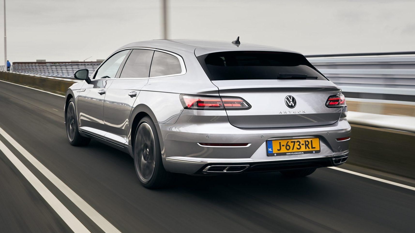 Maximumsnelheid in Nederland Volkswagen Arteon Shooting Brake met Nederlands kenteken op de snelweg