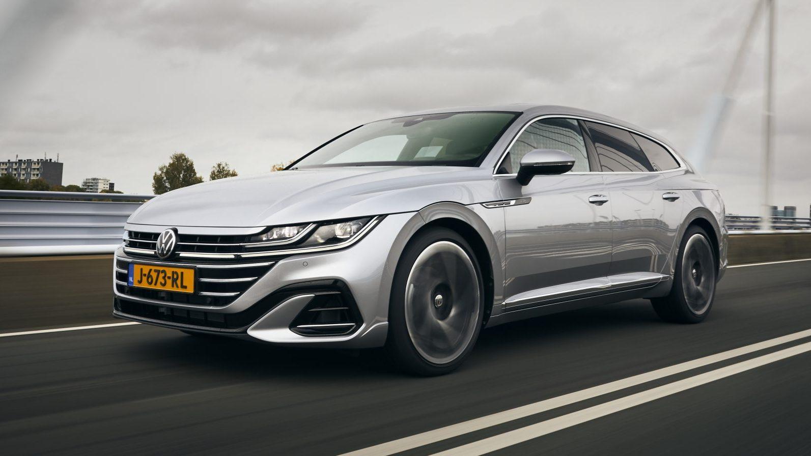 Volkswagen Arteon Shooting Brake 2.0 TSI op de snelweg in Nederland