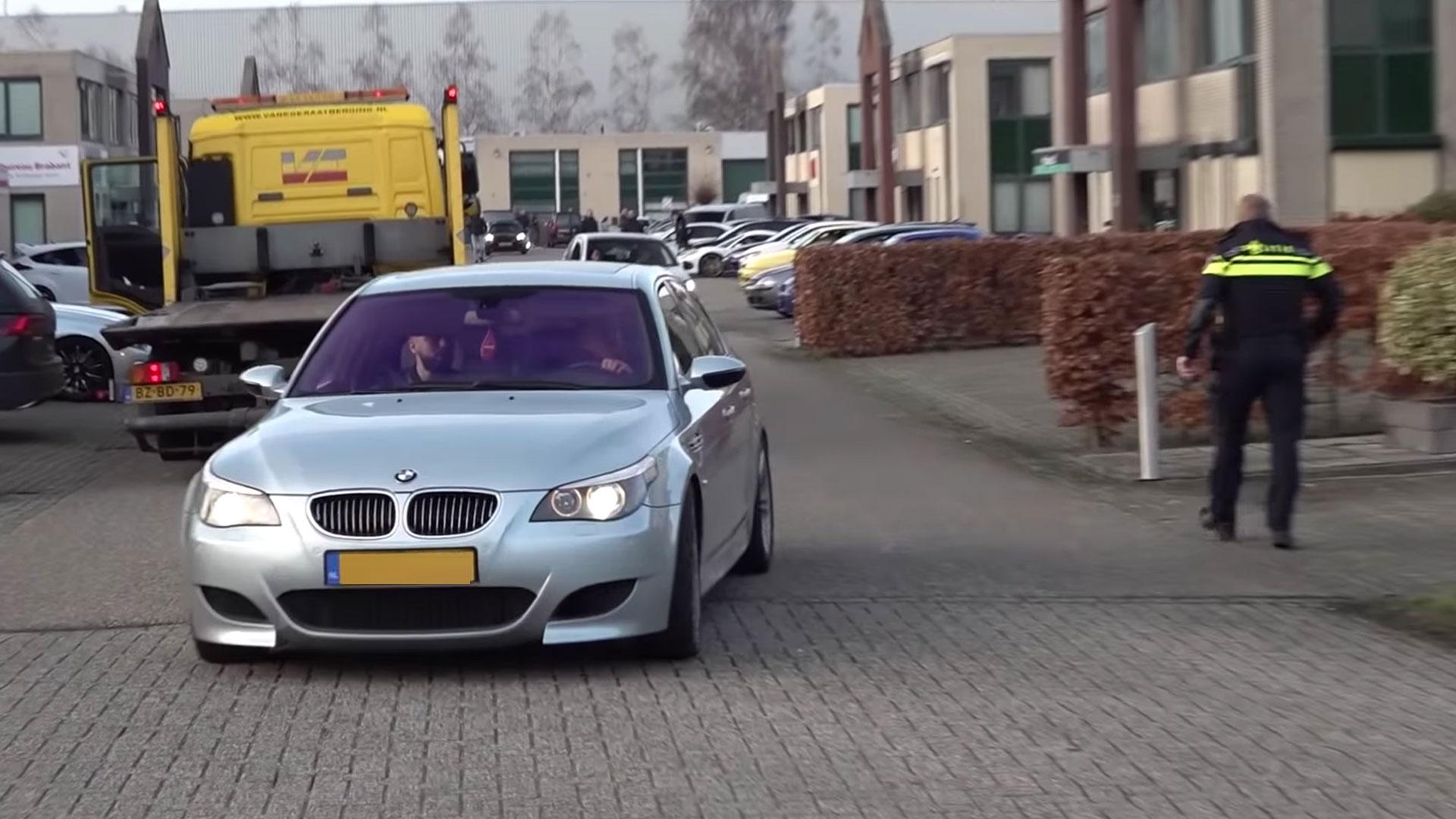 BMW M5 V10 misdraagt zich op de weg