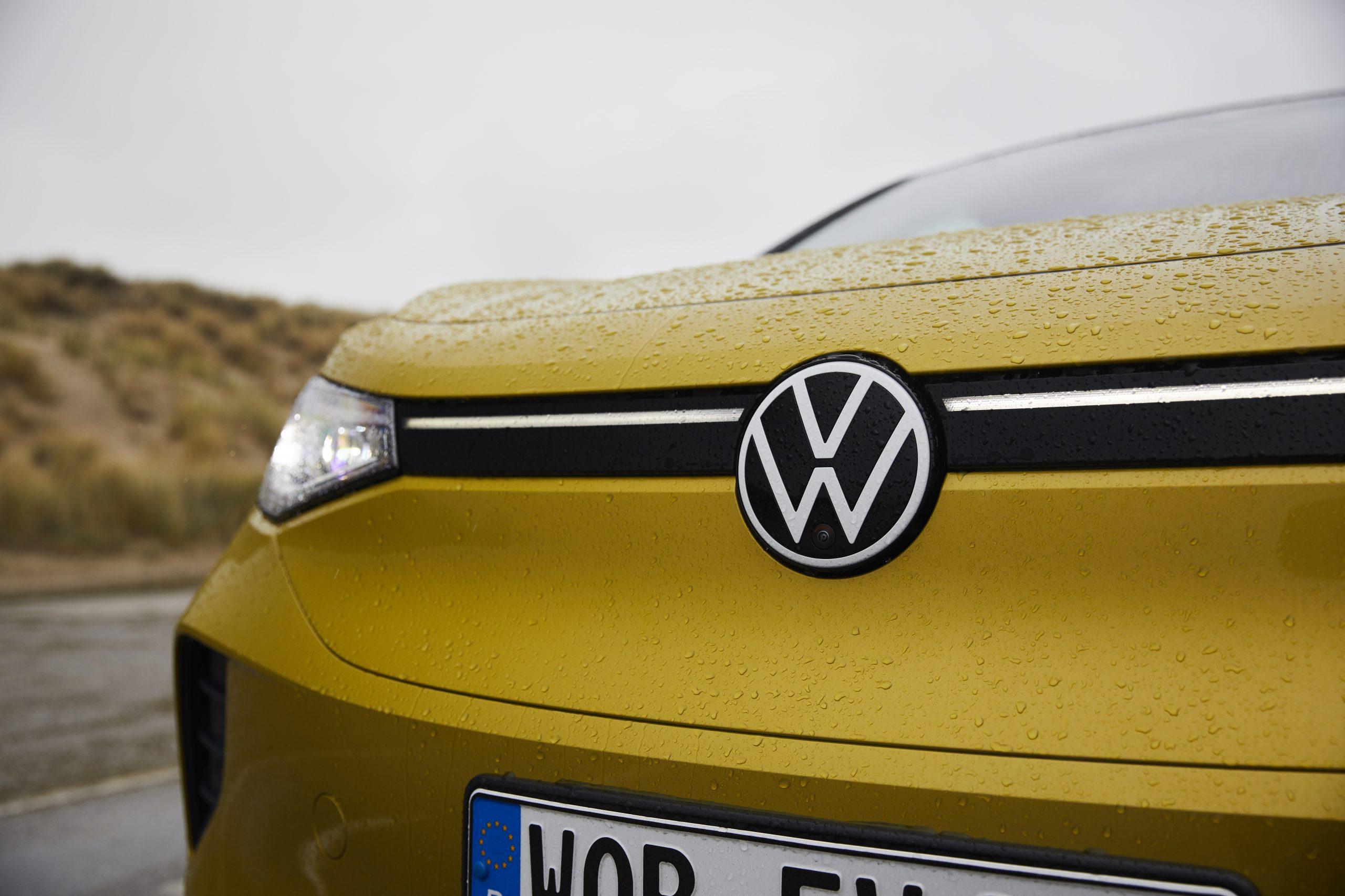 Volkswagen ID. 4 met VW-logo in de grille