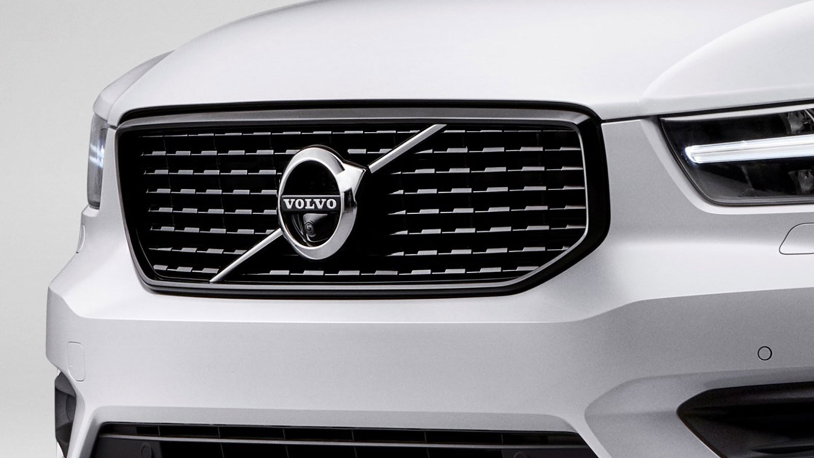 Logo in grille Volvo XC40