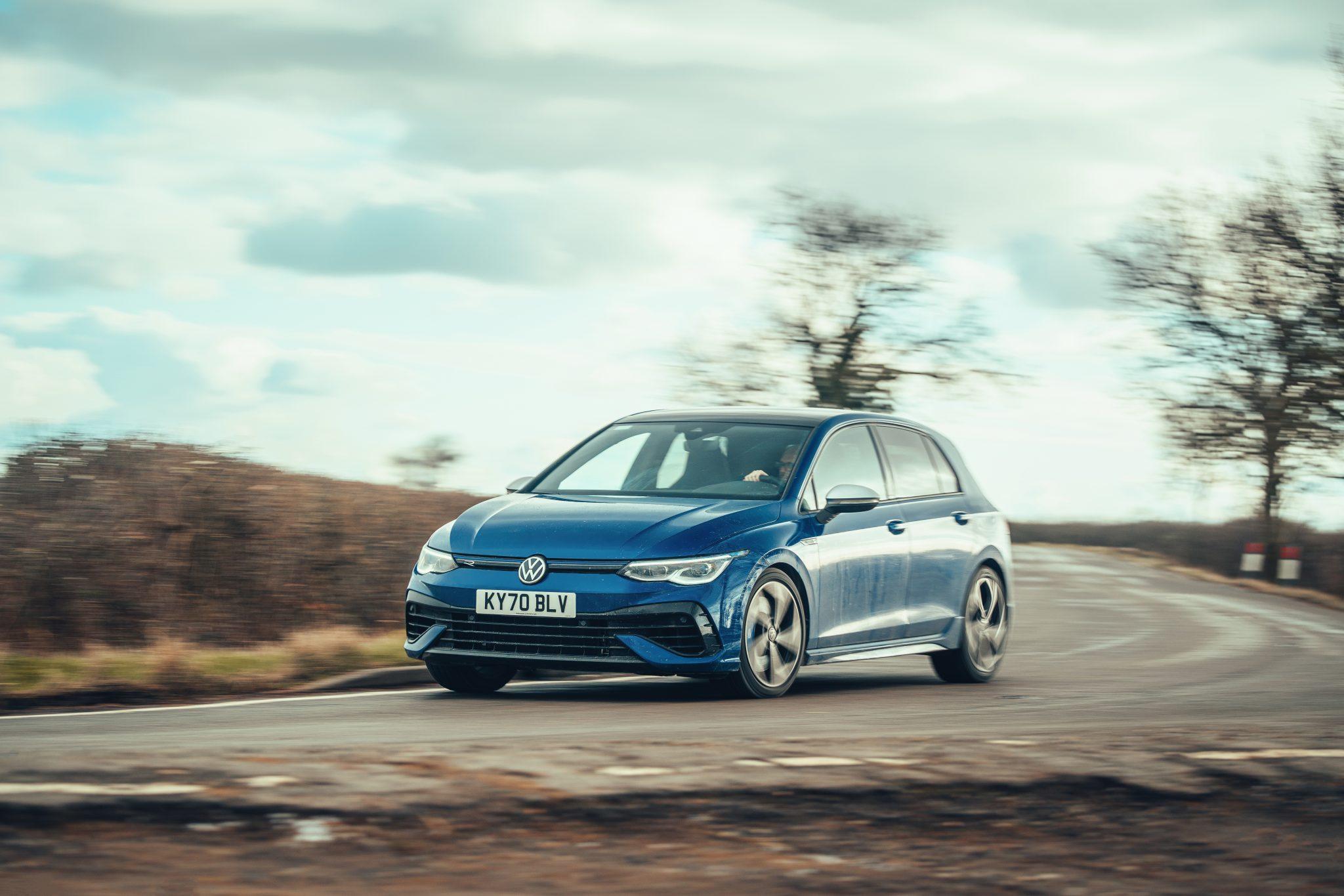 Volkswagen Golf 8 R (2021) in de bocht