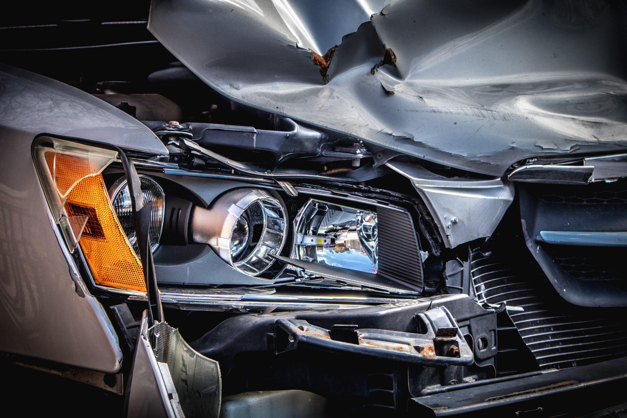 nachtdiensten schade na ongeluk op een auto