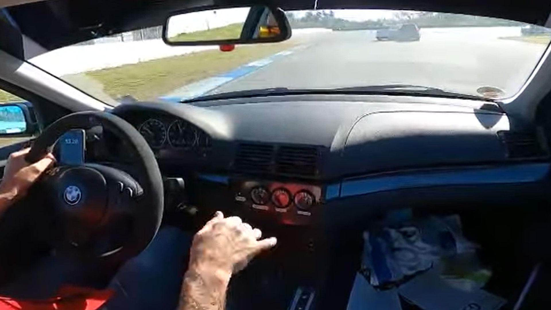 VW Golf GTI ramt Audi RS 3 van het circuit