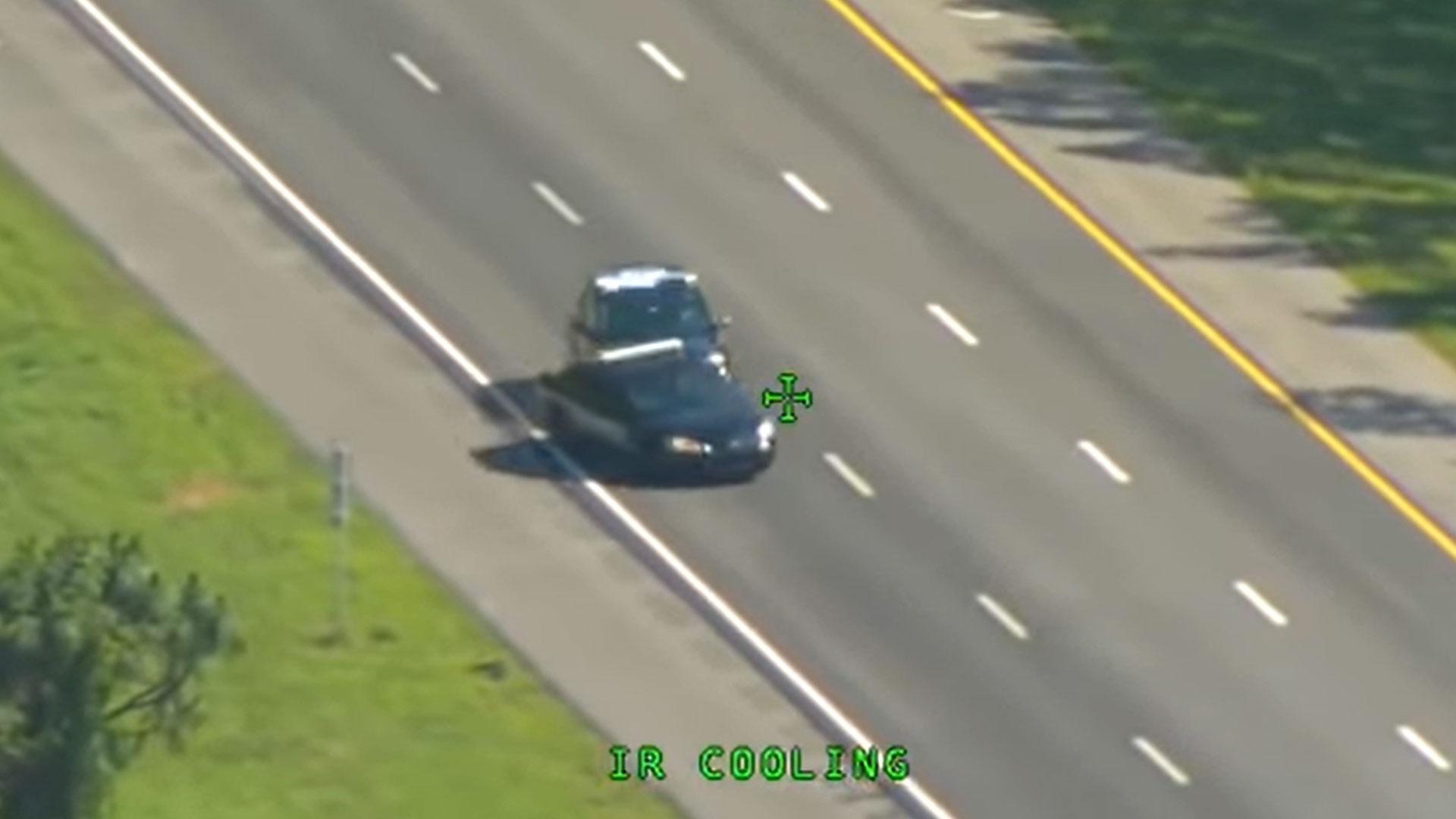 Man steelt politieauto, crasht, steelt er nog een