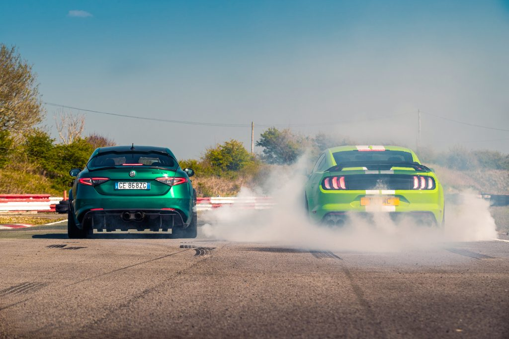 Burnout Ford Mustang Shelby GT500 vs Alfa Romeo Giulia GTAm