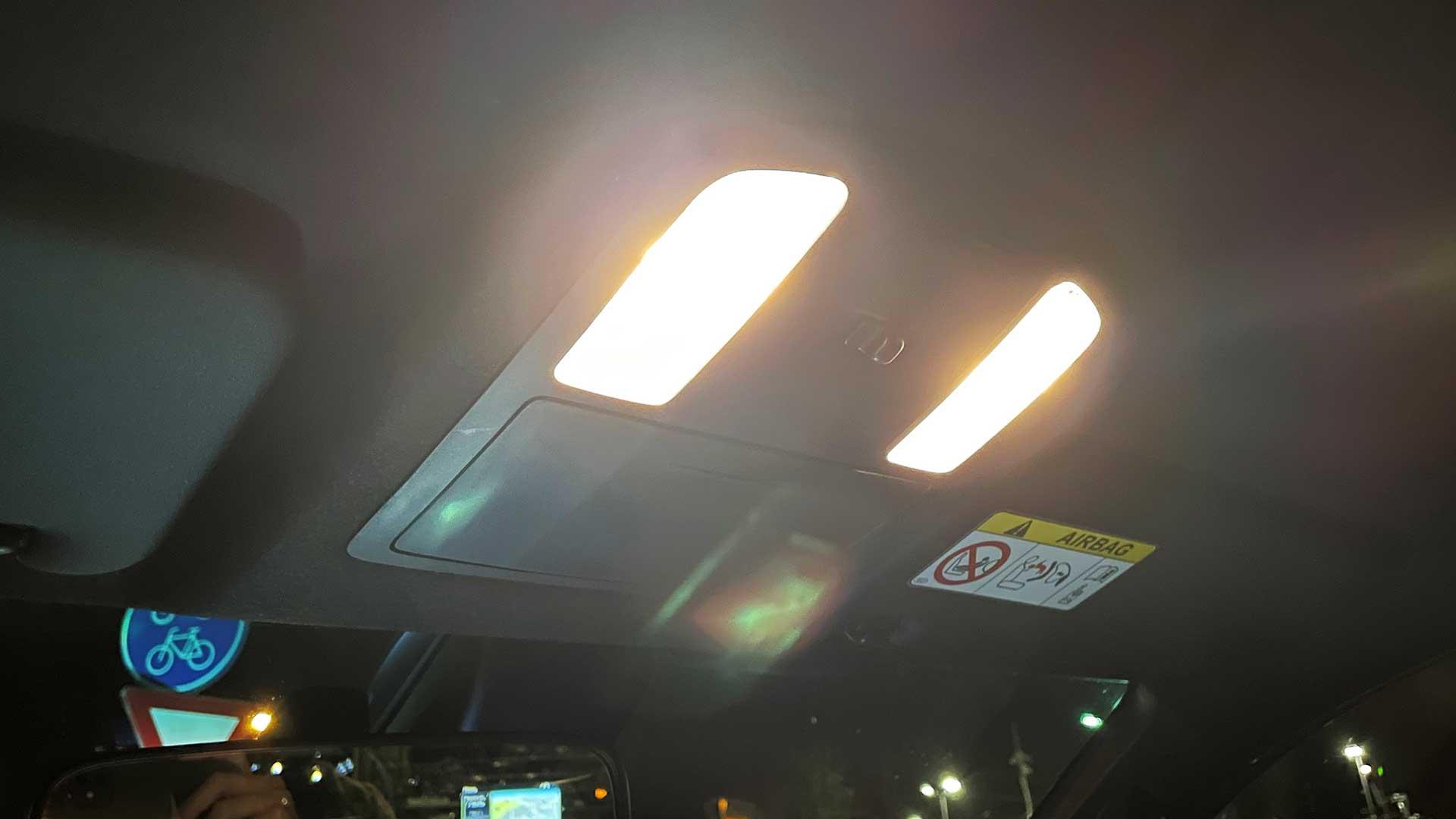 Rijden met interieurverlichting aan, mag dat?