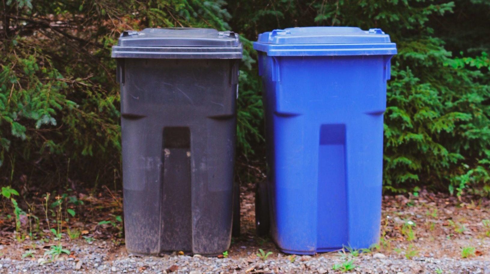Man verliest afvalcontainer op snelweg