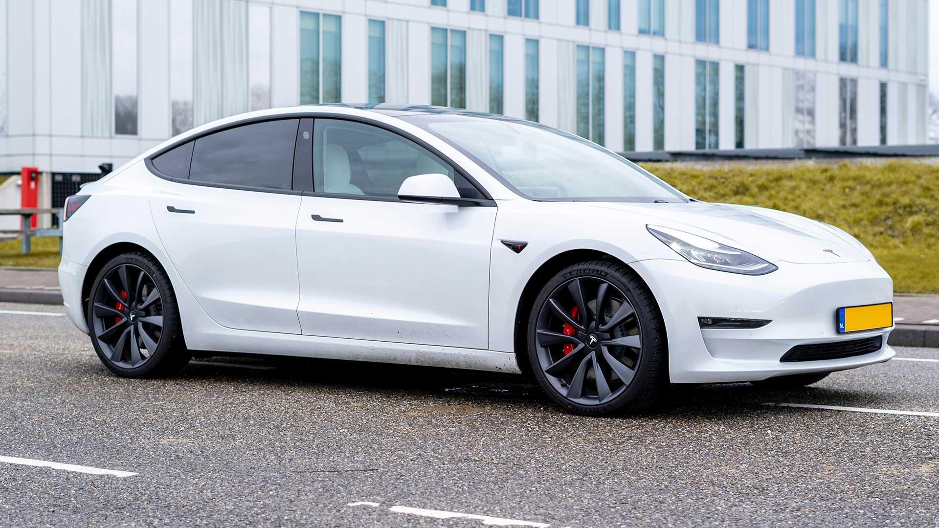 Right to Repair: Tesla zelf repareren scheelt 13.000 euro