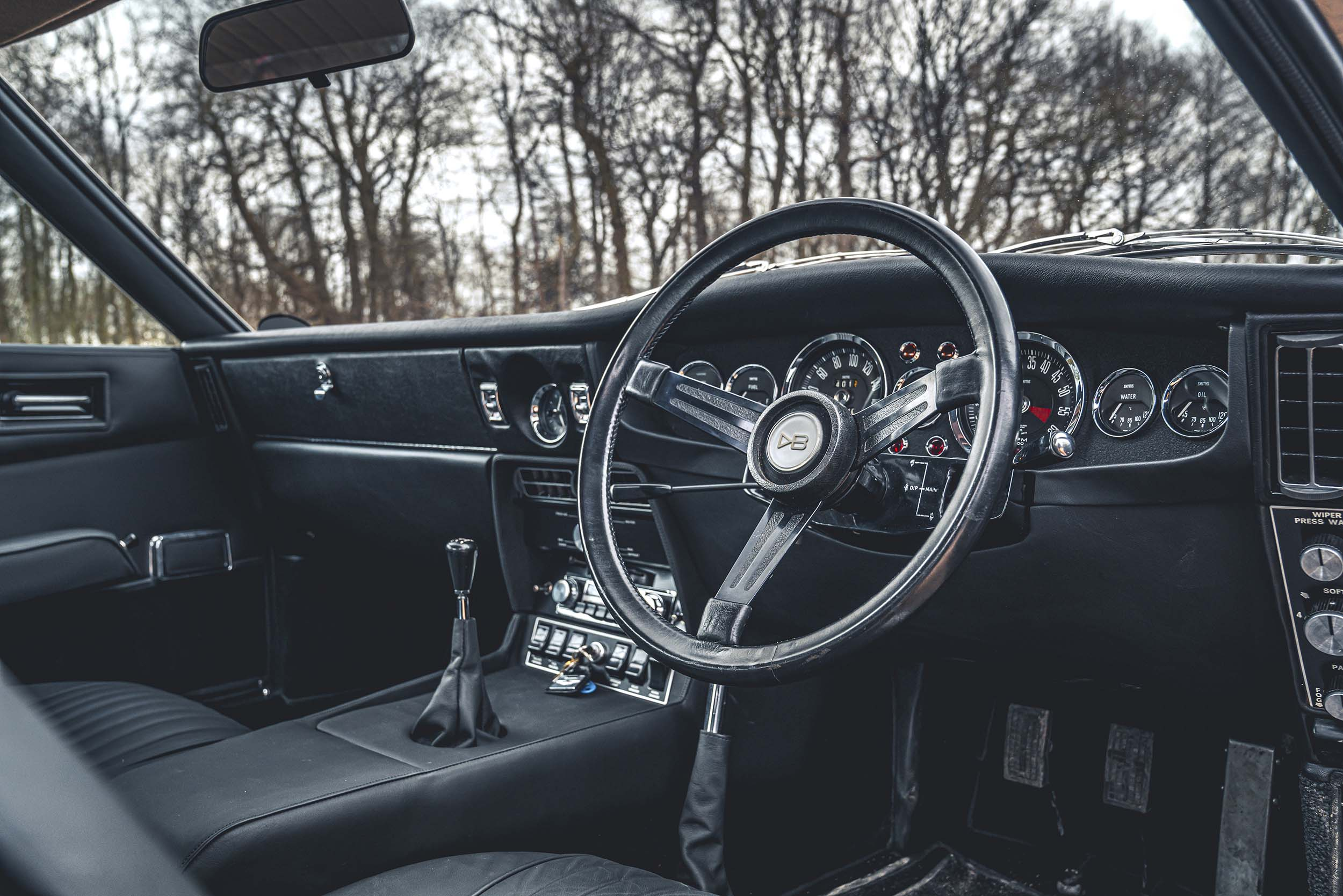 Aston Martin DBS van James Bond (007)