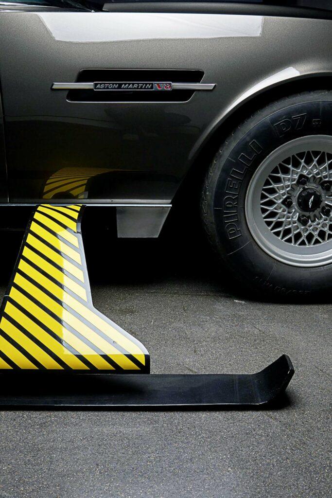 Aston Martin V8 van James Bond (007)