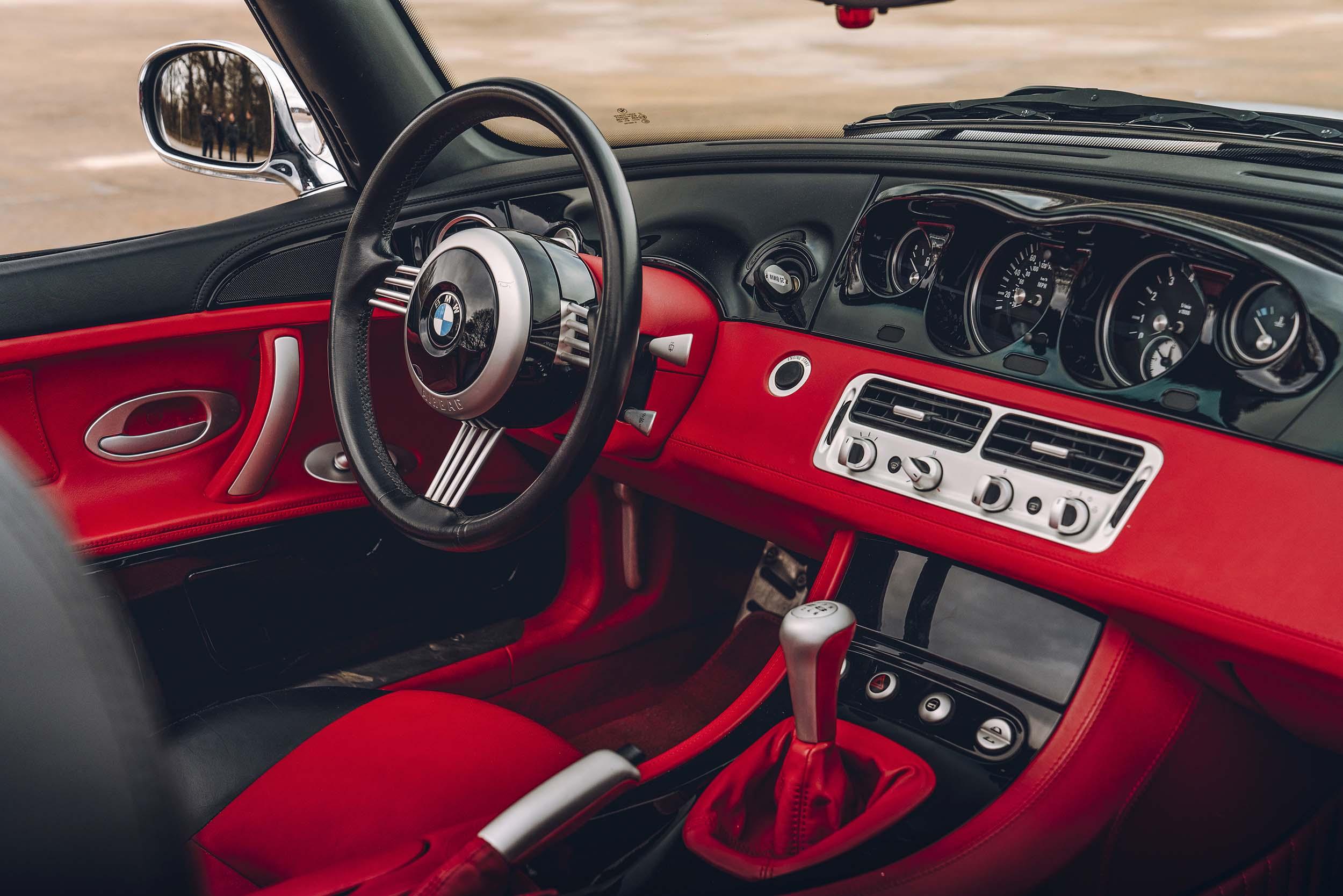 BMW Z8 interieur van James Bond (007)