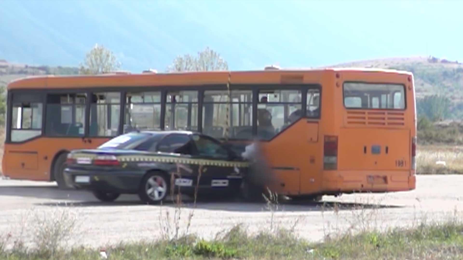 Crash met 200+ km/u in zijkant stadsbus