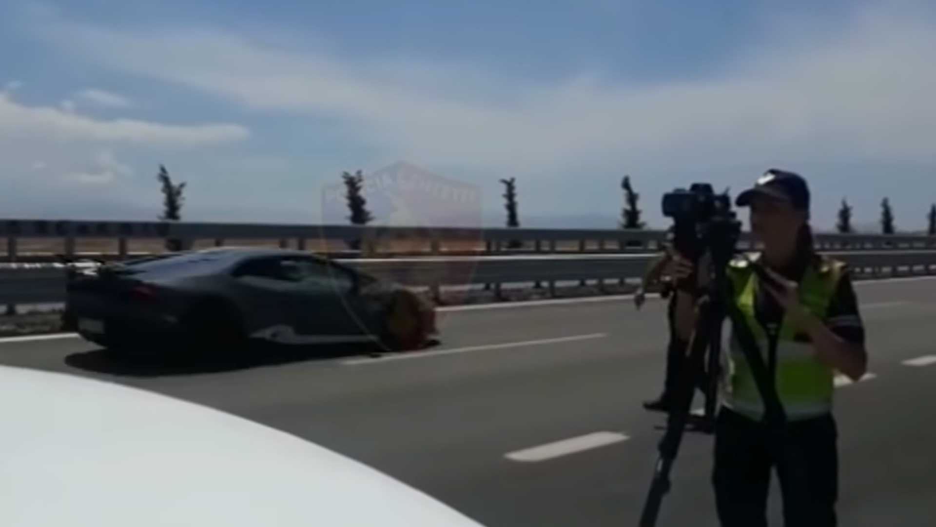 Lambo en BMW M4 vliegen met 225 km/u langs radar