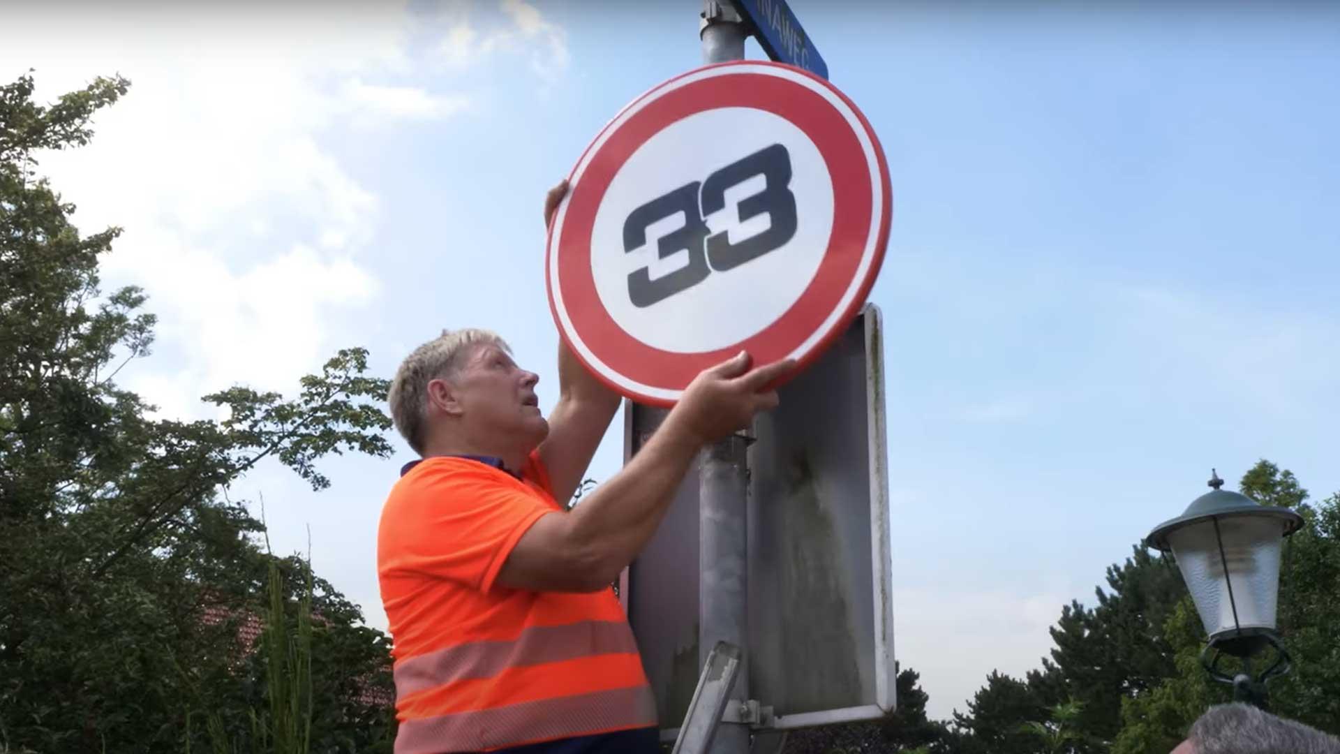 Verkeersborden Zandvoort vervangen door '33'