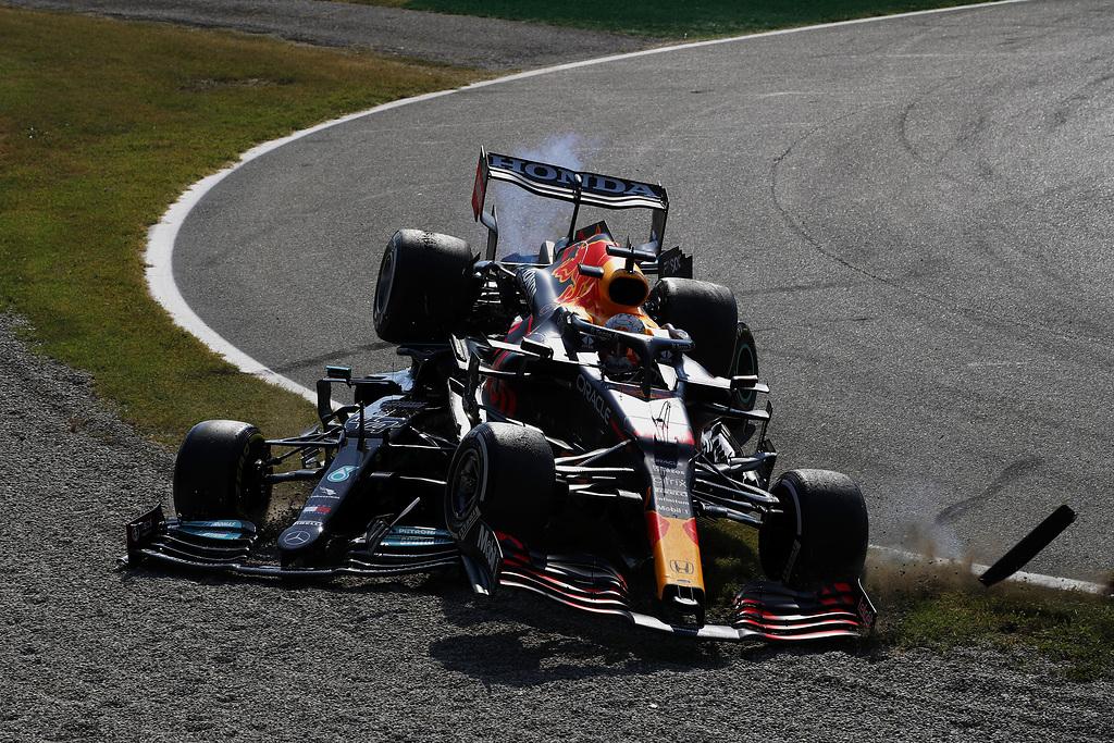Nieuwe beelden crash Verstappen en Hamilton